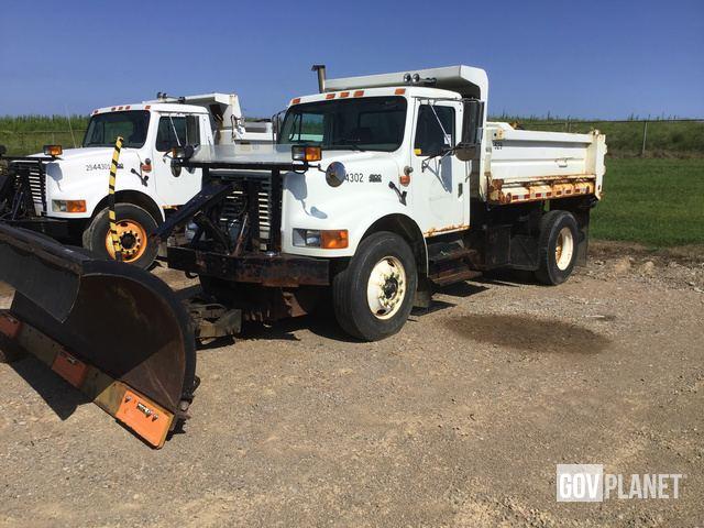 2002 International 4900 Dump Truck - 2544302 / D5-16