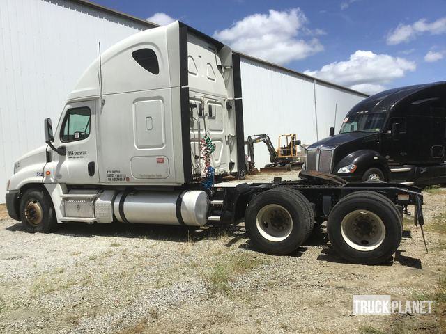 Surplus 2013 Freightliner Cascadia 125 T/A Sleeper Truck