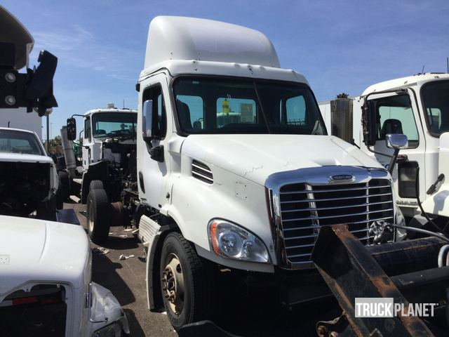 2012 freightliner cascadia 113 s a day cab truck tractor in philadelphia pennsylvania united states truckplanet item 2597936 truckplanet
