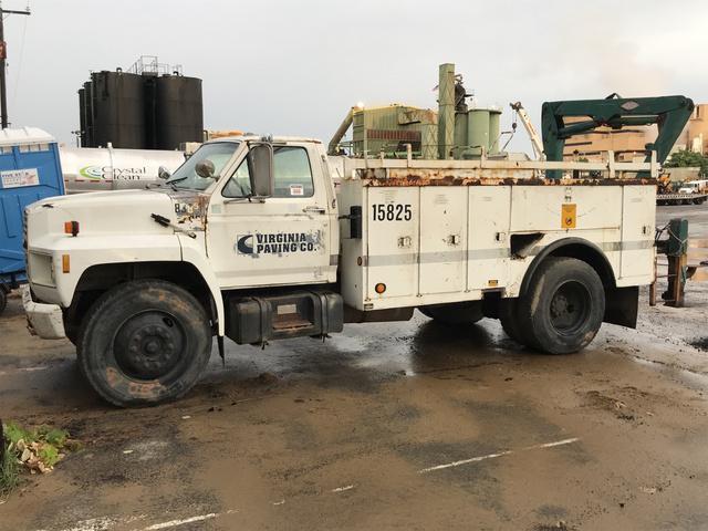 1989 Ford F700F S/A Service Truck w/