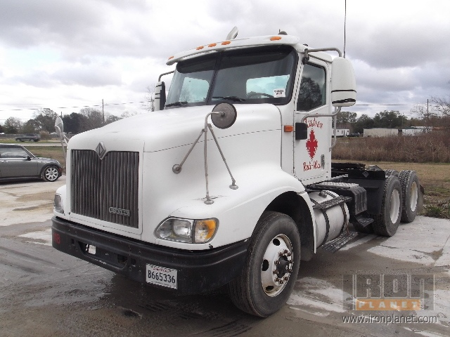 2000 International 9100i T/A Day Cab in Maurice, Louisiana