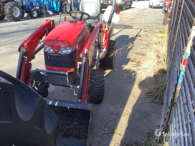 2017 (unverified) Massey Ferguson GC1720 4WD Utility Tractor, Parts/Stationary Construction-Other