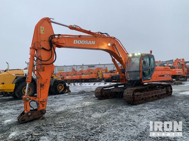2010 Doosan DX300LC Track Excavator, Hydraulic Excavator