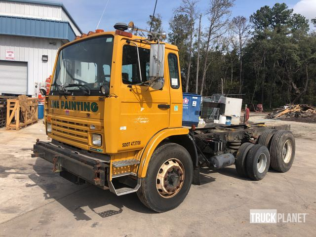 1997 Mack MS300 Cab & Chassis, Cab & Chassis