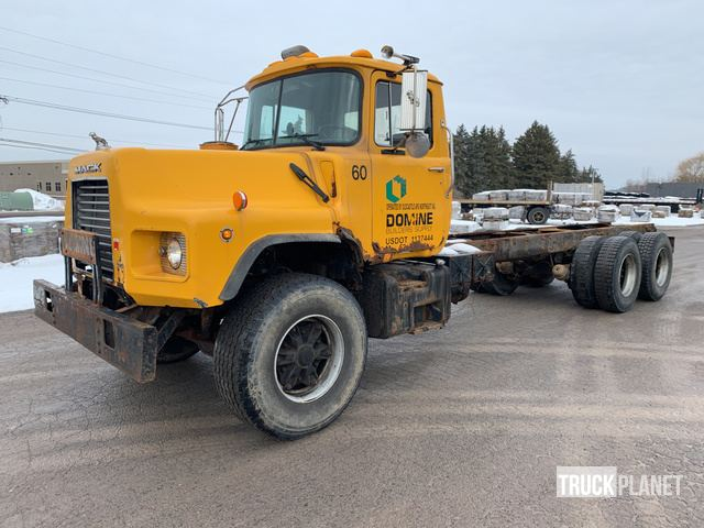 2001 Mack DM690S Cab & Chassis, Cab & Chassis