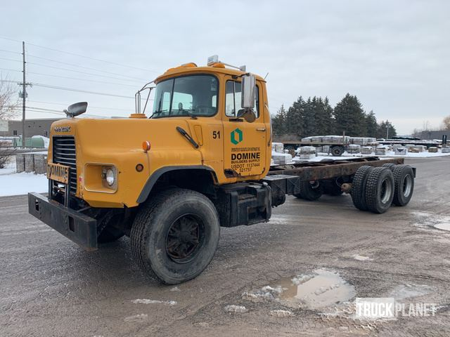 2000 Mack DM690S Cab & Chassis, Cab & Chassis