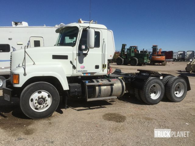 2015 Mack CHU613 T/A Day Cab Truck Tractor, Truck Tractor (T/A)