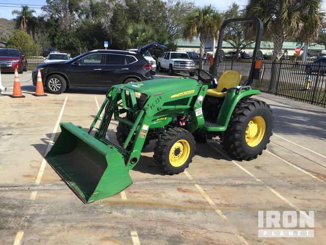 2015 John Deere 3032E 4WD Tractor, MFWD Tractor