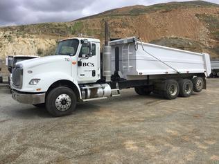 Lastbiler med tippelad