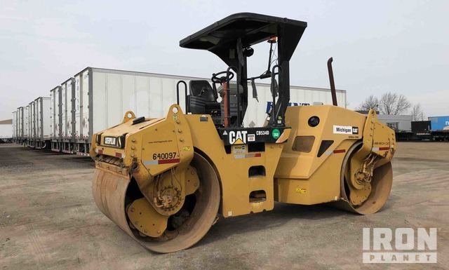 2007 Cat CB-534D Vibratory Double Drum Roller, Roller