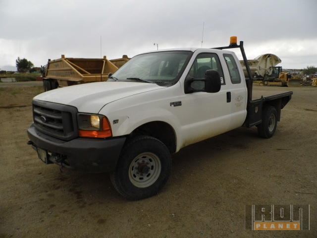 1999 Ford F-250 Super Duty 4x4 Flatbed Truck in Lander, Wyoming