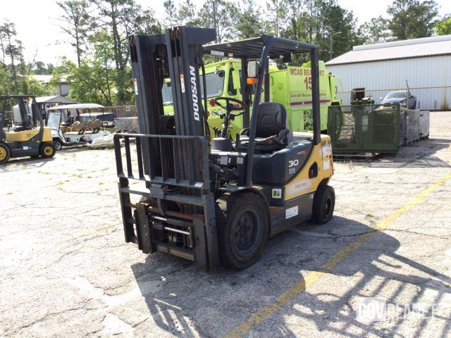 Doosan D30S-5 Pneumatic Tire Forklift, Forklift
