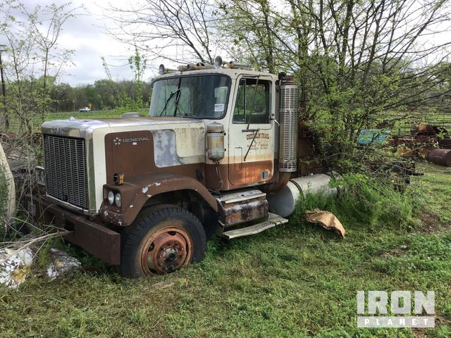 1981 GMC GENERAL T/A Winch Truck (SALVAGE), Winch Tractor
