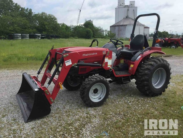 Mahindra 1526H HST 4WD Tractor, MFWD Tractor