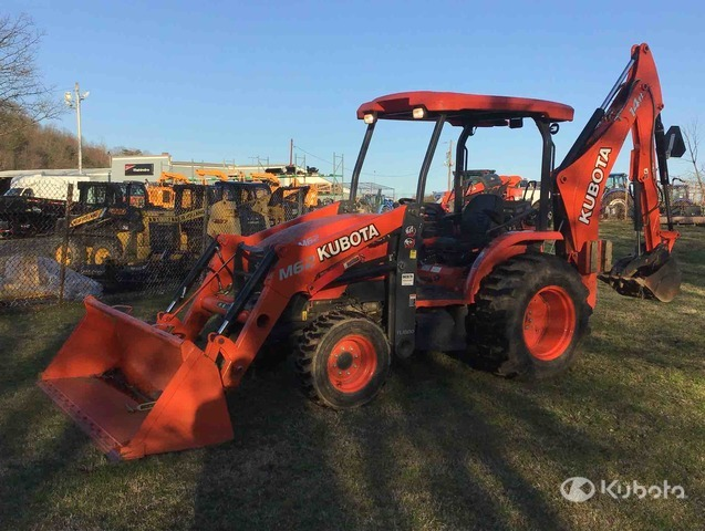 Kubota M62 4WD Tractor, MFWD Tractor