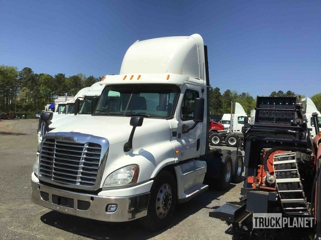2013 Freightliner Cascadia 125 6x4 T/A Day Cab Truck Tractor, Parts/Stationary Construction-Other