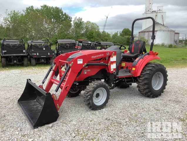 2017 Mahindra 1533 HST 4WD Tractor, MFWD Tractor
