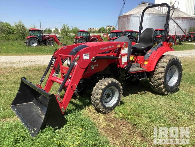 2016 Mahindra 1533H HST 4WD Tractor, MFWD Tractor