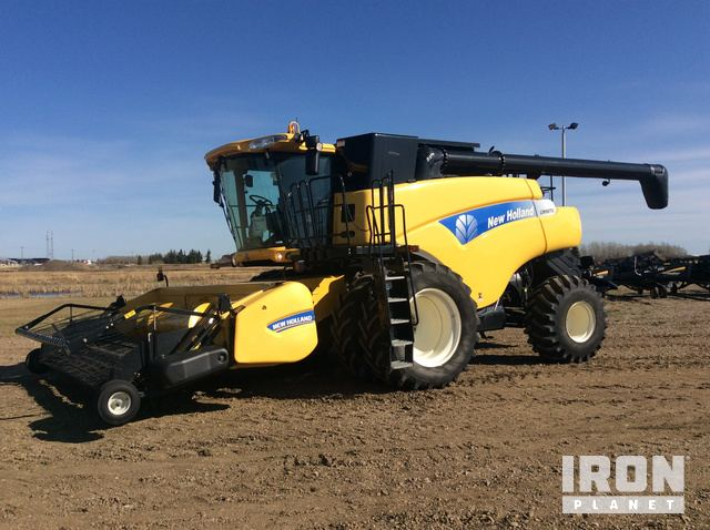 2011 New Holland CR9070 Combine, Combine