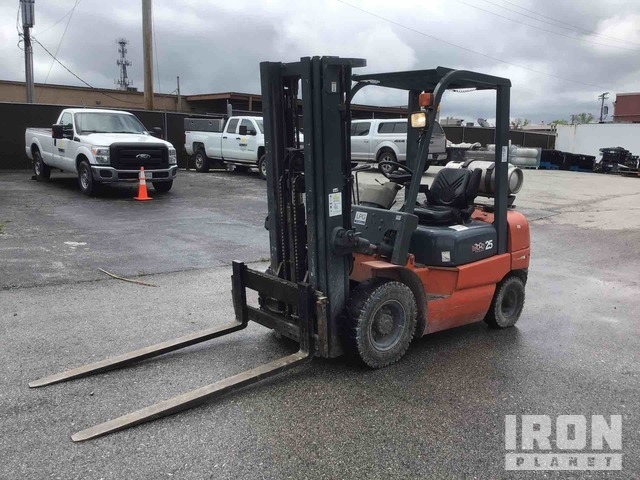 Heli CPYD25-TY5 4600 lb Pneumatic Tire Forklift, Forklift