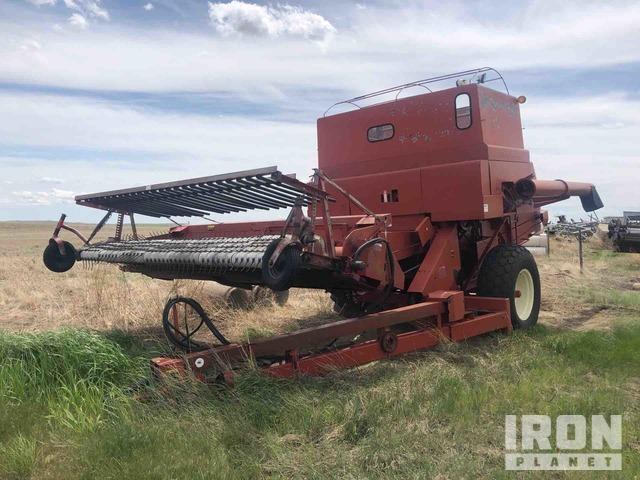 International Harvester 914 Pull Type Combine