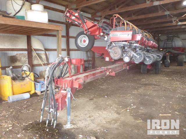 Case IH 1200 16/31 Pivot Planter, Planter