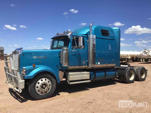 2005 Western Star 4900EX T/A Sleeper Truck Tractor, Truck Tractor (T/A)