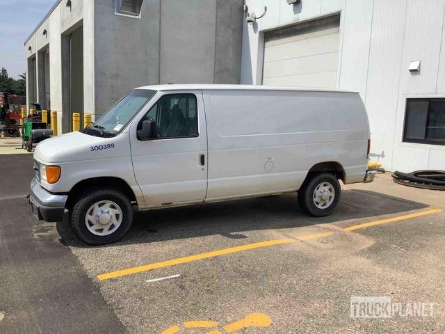 2004 Ford Econoline E-350 Cargo Van, Van