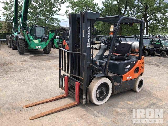2012 Doosan G25P-5 4600 lb Pneumatic Tire Forklift, Forklift