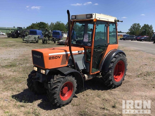 Fendt 250V 4WD Utility Tractor, Utility Tractor