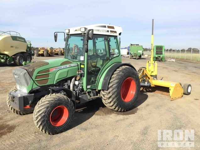 Fendt 211P 4WD Tractor & Lawless Laser TurfGrader, MFWD Tractor