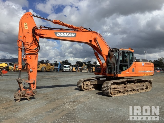 Doosan DX300LC Track Excavator, Hydraulic Excavator
