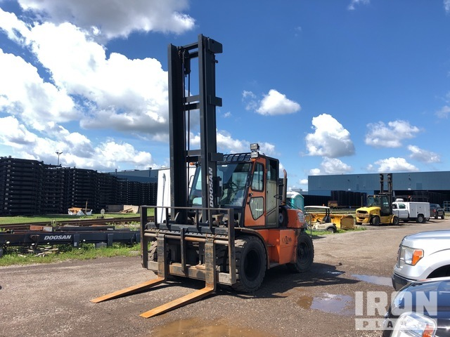 2014 Doosan D80S 15631 lb D80S-5 Pneumatic Tire Forklift, Forklift