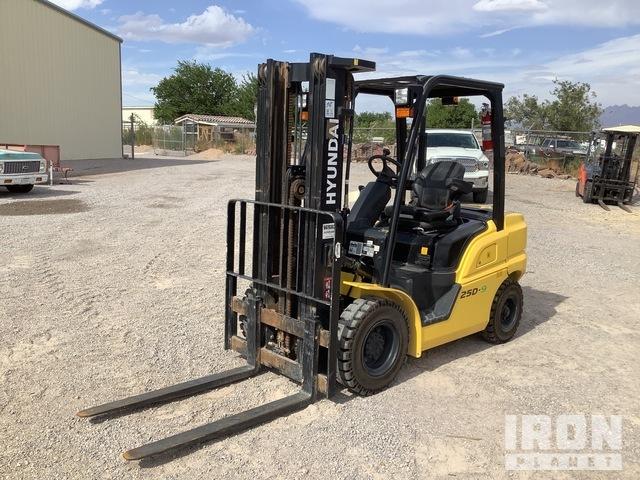 2015 (unverified) Hyundai 25D-9 4700 lb Pneumatic Tire Forklift, Forklift