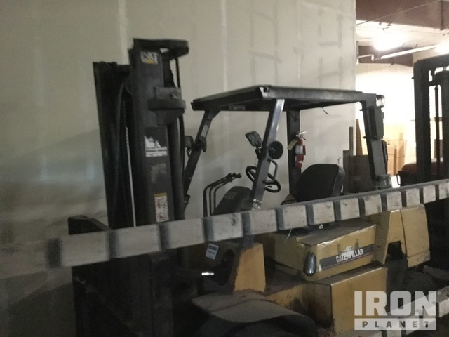 Cat DP40K 8000 lb Pneumatic Tire Forklift, Forklift