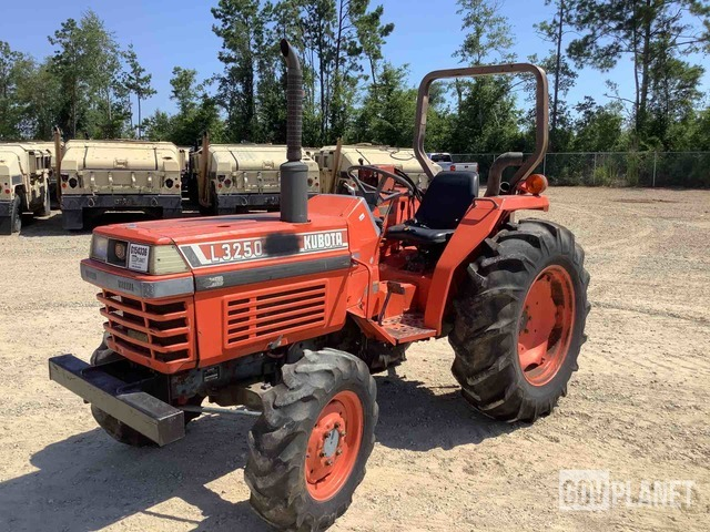 Kubota L3250 4WD Tractor, MFWD Tractor