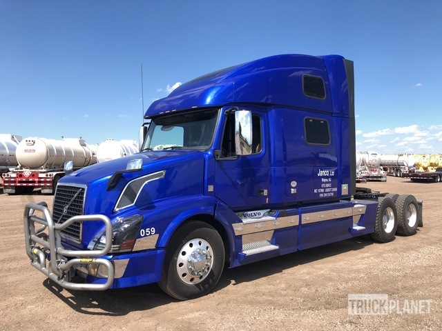 2013 Volvo VN VNL T/A Sleeper Truck Tractor, Truck Tractor (T/A)