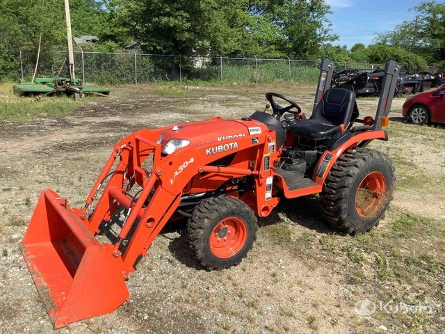 Kubota B2320D 4WD Tractor, MFWD Tractor