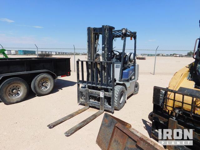 Clark CGP-25 Pneumatic Tire Forklift, Forklift