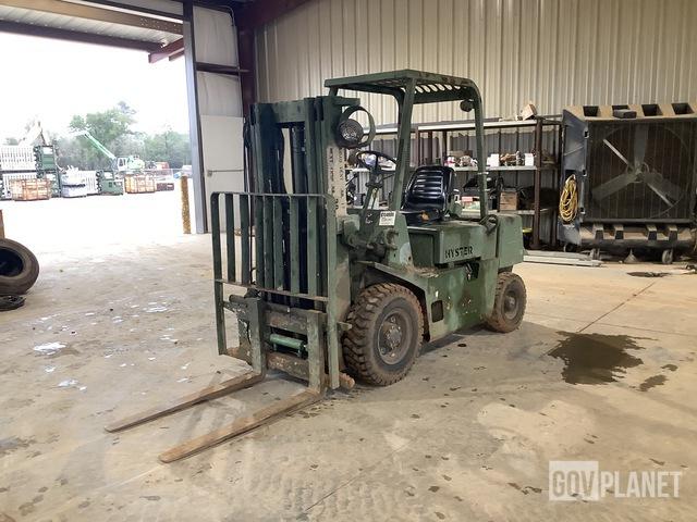 Hyster H40-XL-MIL Pneumatic Tire Forklift, Forklift