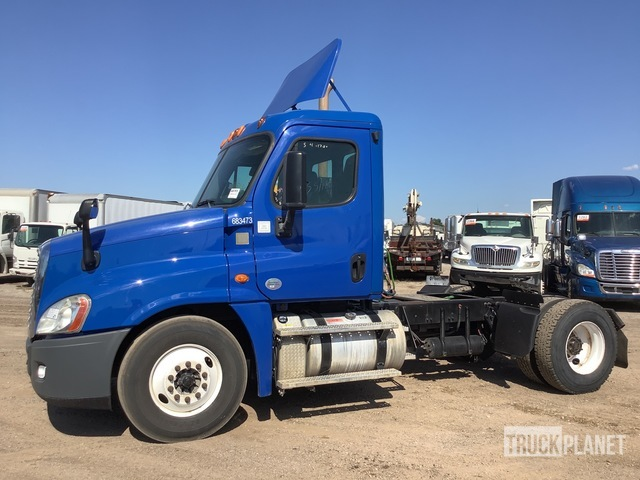 2014 Freightliner Cascadia 125 4x2 S/A Day Cab Truck Tractor, Truck Tractor (S/A)
