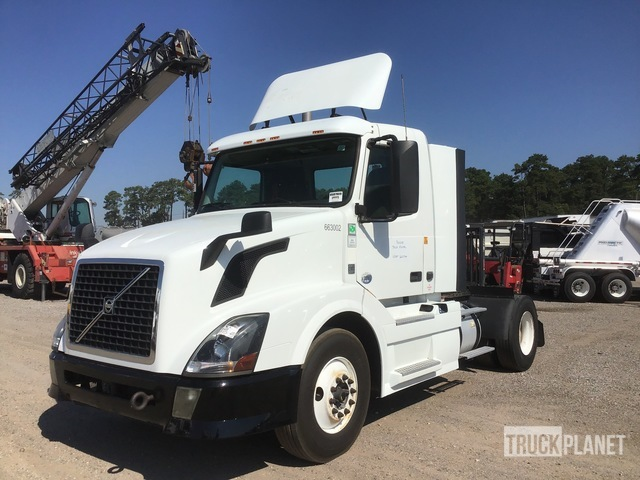 2013 Volvo VNL42300 4x2 S/A Day Cab Truck Tractor, Truck Tractor (S/A)