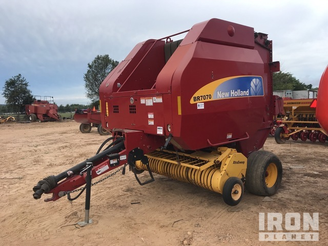 2010 New Holland BR7070 Round Baler, Baler