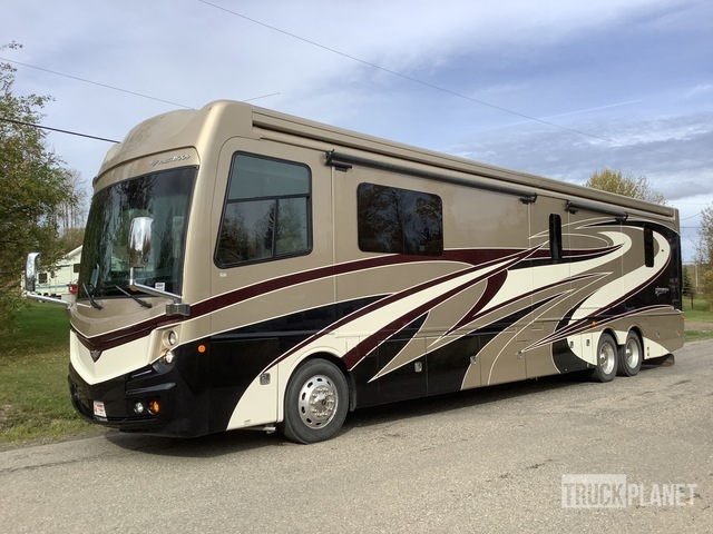 2018 Fleetwood Discovery LXE44H Motor Home, Motor Home