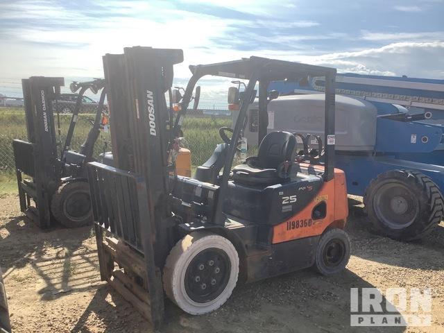 2011 (unverified) Doosan G25P-5 4600 lb Pneumatic Tire Forklift, Parts/Stationary Construction-Other