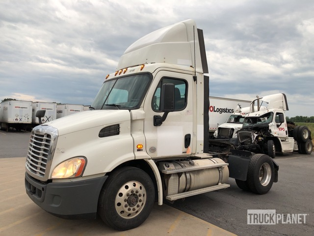 2012 Freightliner Cascadia 113 S/A Day Cab Truck Tractor, Truck Tractor (S/A)
