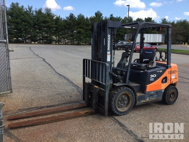 2010 (unverified) Doosan G30E-5 4950 lb Pneumatic Tire Forklift, Parts/Stationary Construction-Other