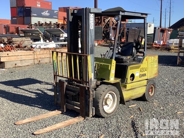 Clark DPS30I 4900 lb Pneumatic Tire Forklift, Forklift