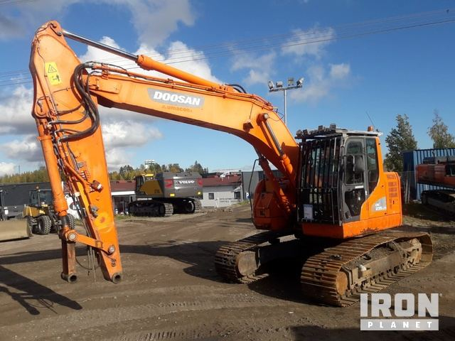 2013 Doosan DX235LCR Track Excavator, Hydraulic Excavator