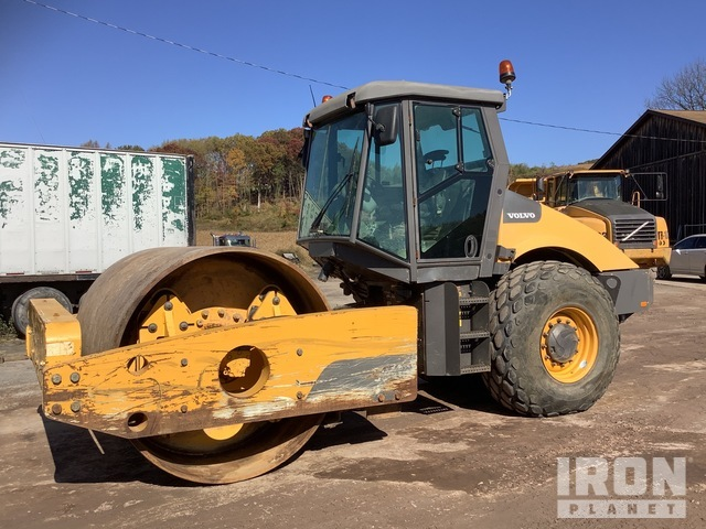 2014 Volvo SD200 Vibratory Single Drum Compactor, Vibratory Padfoot Compactor